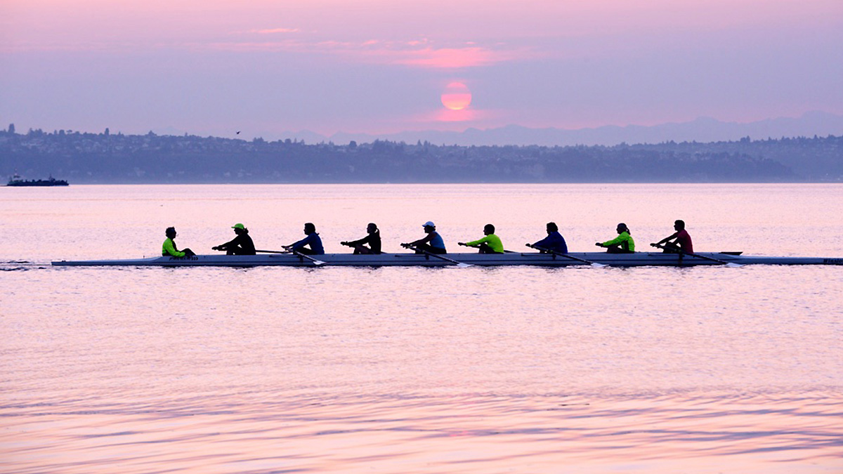 Bainbridge Island Rowing - masters ladies 8 at sunrise